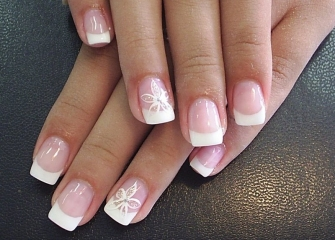 A perfect manicure - the first step towards a fashionable look.jpg