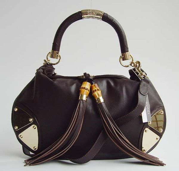 de609b001 The inspiration for this bag comes from the steering wheels of vintage  cars, but also from a Gucci bag from the 1950s – the Hobo. This heavy  feature is made ...